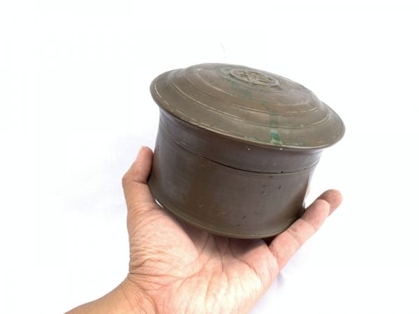 antique coin box / COIN / GOLD / BETEL NUT BOX Container Bunker Storage Borneo