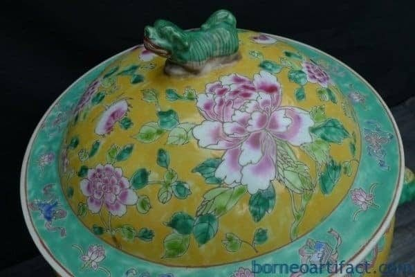 GIANT YELLOW KAMCHENG NYONYA, XXXXL GIANT YELLOW KAMCHENG NYONYA Baba Domed Covered Jar Pot Pottery Porcelain