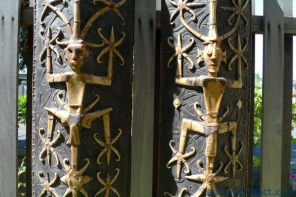 MASSIVE DAYAK SHIELD 1700mm Tall BONE & ANTLER Aristocrate Borneo Armor Guard